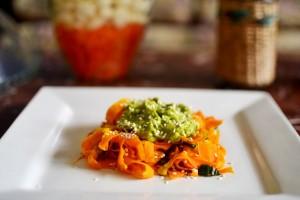 Fettuccine Zanahoria con Pesto Palta