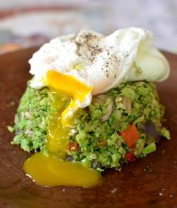 Arroz de Brócoli y Huevo Pochado